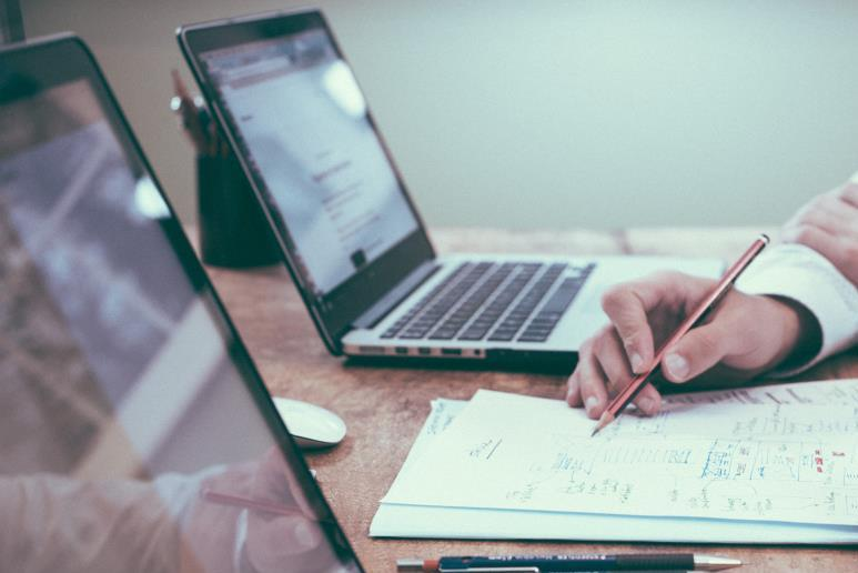 Estimates vs. Costs in Project Management